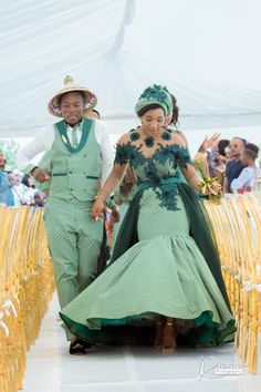A Gorgeous Wedding With The Bride In Green Shweshwe Wedding Dresses South Africa, African Wedding Attire, South African Weddings, African Attire, African Fashion Dresses, African Dress, Xhosa Attire, Nigerian Weddings, Zulu Traditional Wedding Dresses