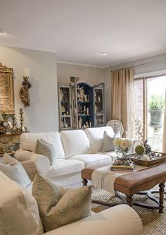French Country Living Room Furniture & Decor Ideas (52)