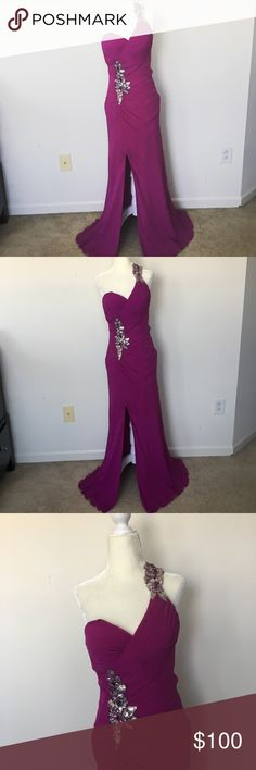 Faviana formal dress gown purple backless sz 4 Excellent condition  No tears or stains  From a pet and smoke free home Faviana Dresses Prom