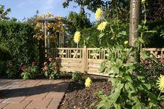 Zaun Florenz besticht mit wunderschönen Blumenornamenten. So ist dieser Zaun nicht nur Sichtschutz, sondern auch Hingucker.