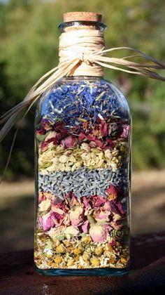 30 Unique Ways To Reuse Dried Flowers garden g. 30 Unique Ways T Glass Bottles With Corks, Green Glass Bottles, Recycled Glass Bottles, Empty Bottles, Dried Flower Arrangements, Dried Flowers, Vasos Vintage, Pot Pourri, Deco Nature
