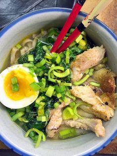 Ninja Sarasalo-Tamuran ja Yoshiki Tamuran kotikeittiössä japanilainen ruoka on osa arkea. Yksi pariskunnan suosikeista on ramenkeitto. Testaa pariskunnan ohjeet tästä.