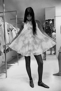 Vogue - August 1967 by Arnaud de Rosnay. Cher in a mini tent dress at Paraphernalia, San Francisco Retro Mode, Mode Vintage, Style Année 60, Style Icons, 1960s Fashion, Vintage Fashion, Tent Dress, Fashion History, Vintage Outfits