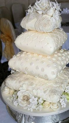 Absolutely spectacular Pillow wedding cake...