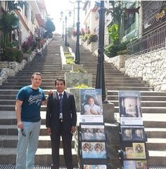 Met some brothers public witnessing in Guayaquil, Ecuador. ♥•.¸¸.•♥   JW.org has the Bible and bible based study aids to read, watch, listen and download in 300+ (sign included) languages. They also offer free in home bible studies.  All at no charge.