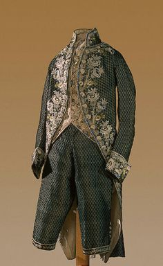 3-piece vourt suit of Grand Prince Alexander Pavlovich, Russia, 1780s-1790s. Cut and uncut silk velvet with a small geometrical pattern, richly embroidered with floral motifs in multicoloured silk threads.