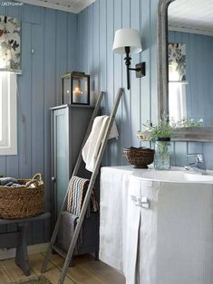 decordemon: A Swedish cottage in delightful colors Swedish Home Decor, Scandinavian Cottage, Swedish Cottage, Swedish Interiors, Swedish House, Cottage Interiors, Cottage In The Woods, Cottage Style, Cottage Chic
