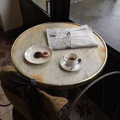 Shared by SaysAysaY. Find images and videos about vintage, food and coffee on We Heart It - the app to get lost in what you love. Coffee Break, Coffee Time, Tea Time, Coffee Cups, Coffee Mornings, Coffee Coffee, Cakepops, Café Croissant, Superfood