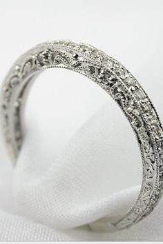 Very pretty and delicate looking #WeddingRing #Craftmanship