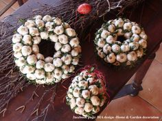 https://biadecoration.wordpress.com/2012/07/15/decorating-with-vegetables-garlic-wreath/