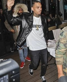 Chris-Brown-Givenchy-Vans.jpg (750×920)