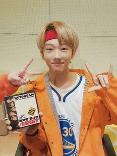 AWEEEE LOOK AT MY BABY HES SO SMOL AND CUTE AKHDKW SK WOWOWOWOW he's gonna be really attractive when he's older no lie.