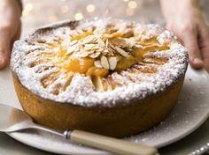Appel-amandelcake (Libelle Lekker!) - met Goudreinette OER-fruit Dutch Recipes, Apple Recipes, Raw Food Recipes, Baking Recipes, Sweet Recipes, Apple And Almond Cake, Moist Apple Cake, Almond Cakes, Great Desserts