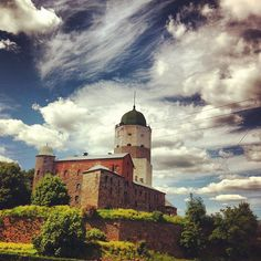 It used to be in Finland but after the Winter War between Finland and the Soviet Union Karelia, where the castle is located, became part of the Soviet Union, nowadays Russia. Finland Culture, Medieval Fortress, Hobbies And Interests, Grand Homes, White Lilies, Fortification, Soviet Union, Palaces, Nature Photos