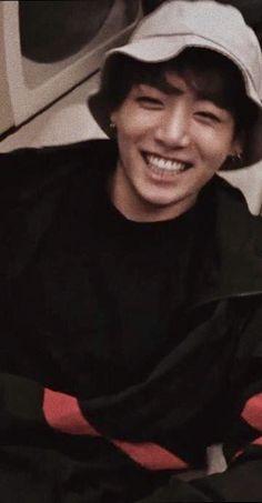 His beautiful smile gives me 1000 years of life 😍😘❣️ - Jungkook - Info Korea Jungkook Smile, Jungkook Oppa, Foto Jungkook, Bts Bangtan Boy, Jung Kook, Taehyung, Busan, Foto Bts, Wattpad