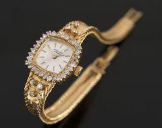 Relojes de pulsera y de bolsillo. Excepcional reloj joya para dama en oro amarillo, cuenta con caja orlada brillantes, de la casa HISLON (17 RUBIS). Total brillantes:  0.99cts. Peso: 30,7g.