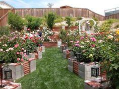 Bygg din egen trädgård av byggblock och trä.