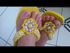 Chinelo bordado com flor de babadinho - YouTube
