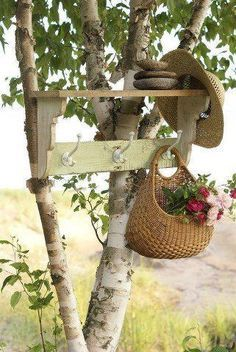 A hat or bag rack for your garden. Use the basket or bag with garden tools instead of flowers. Garden Rack, Instead Of Flowers, Outdoor Projects, Outdoor Decor, Unique Gardens, Dream Garden, Yard Art, Garden Inspiration, Container Gardening