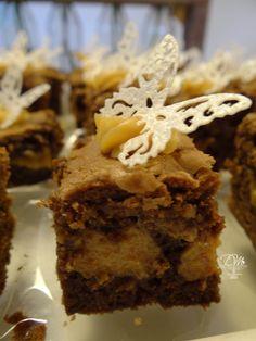 Brownie de puro Chocolate Meio-Amargo, recheado de Doce de Leite caseiro. Ótima opção como lembrança de Casamento, Bodas, Maternidade e eventos.