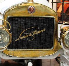 Evolution of the ŠKODA logo Vintage Cars, Antique Cars, Logo Design Love, Car Hood Ornaments, Volkswagen Group, Car Brands, Cars And Motorcycles, Evolution, Logos