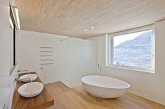 HI-MACS® per una casa 'verde' in Svizzera Home, Modern Bathroom, Shower Renovation, Modern Kitchen, Shower Cabin, Bathroom Design Luxury, House, Custom Tile Shower, Bathroom Design