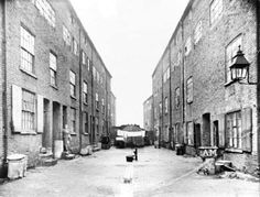 Union Place off Glasshouse Street, Nottingham. Very close to the recently built Victoria Railway Station. Old Photos, Vintage Photos, Nottingham City Centre, Old Pub, St Anne, History Photos, Slums, Ancestry, Family History