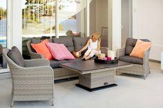 Lekre hagemøbler. Praktisk med regulerbart bord som kan heves og senkes. Nyt sommeren
