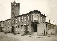 Nederlandse leger. Vereniging van onderofficieren 'Ons Belang'. Het gebouw van de NV Snelpersdrukkerij 'Patria', waarin de onderofficieren hun eigen drukkerij hebben. Nederland, Amersfoort, 1920.
