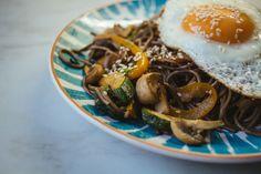 Гречневая лапша с овощами - пошаговый рецепт с фото: Соба лучшая замена спагетти, ведь углеводов, жиров и белков в ней столько же, сколько и в гречке. - Леди Mail.Ru