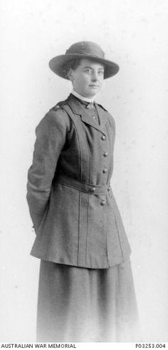 An Australian WWI nurse's uniform - A visit to the Australian War Memorial