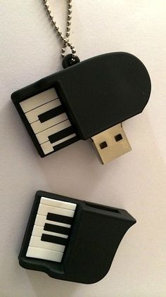 USB Hard drive Piano, so cool! Sound Of Music, Music Is Life, My Music, Accessoires Iphone, All About Music, Piano Music, Piano Keys, Music Lovers, Music Stuff