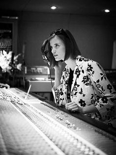 L'atmosphère du Swinging London des Sixties à #AbbeyRoadStudios: Ralph Lauren présente sa collection printemps dans le légendaire studio d'enregistrement. #RLinLondon
