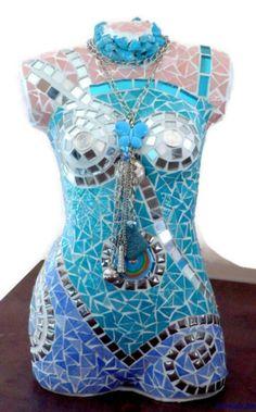 Turquoise blauw buste, buste bedekt met mozaïeken