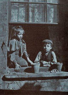 East London street urchins - 1912