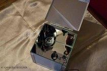 Bild 22   Wir benutzten für den Versuchsaufbau zwei Funkgeräte.  Eines stellten wir empfangsbereit in der Box, zusammen mit dem Mikrofon ab.
