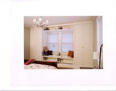 armário ao redor da janela