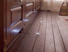 Delle scale illuminate da faretti led a incasso faretti led