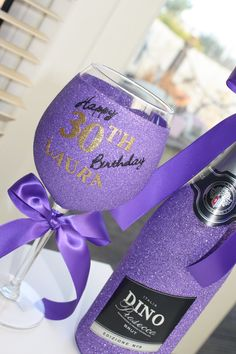 The best place to find glitter glasses, glitter wine, glitter prosecco and personalised gifts. Bedazzled Liquor Bottles, Glitter Wine Bottles, Glitter Wine Glasses, Diy Wine Glasses, Decorated Wine Glasses, Painted Wine Glasses, Wine Glass Crafts, Wine Bottle Crafts, Cork Crafts
