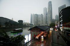 Neblina causada por #poluição cobre o centro comercial de #Cingapura. Foto: Edgar Su/Reuters.