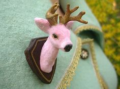 Buck Yourself Brooch/Pin  Pink and Gold Edition door kitschygalore, $35.00