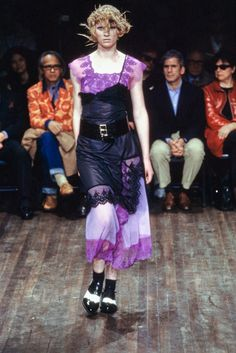 The complete Comme des Garçons Fall 2001 Ready-to-Wear fashion show now on Vogue Runway.