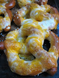 Cheese Pretzels- these look great for a movie night! Good Healthy Recipes, Great Recipes, Snack Recipes, Cooking Recipes, Favorite Recipes, Cheese Recipes, Yummy Recipes, Holiday Recipes, Movie Night Snacks