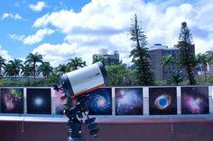 """O  Espaço do Conhecimento UFMG convida pessoas de todas as idades a observar os astros e estrelas em seu """"Terraço Astronômico"""". As sessões monitoradas acontecem toda quinta-feira, às 19h e às 21h, até o dia 29 de outubro. A entrada é Catraca Livre."""