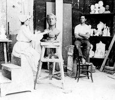 Lola Mora en su taller 1903