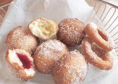 Glutenfrie og laktosefrie berlinerboller og doughnuts Christmas Sweets, Low Fodmap, Pretzel Bites, Food Styling, Gluten Free Recipes, Doughnut, Free Food, Donuts, Sweet Treats