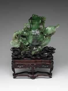 Vase in the shape of a bird Period: Qing dynasty (1644–1911) Date: 18th–19th century Culture: China Medium: Jade (nephrite)