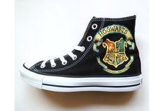 Estas zapatillas de Hogwarts con mi piocha de Gryffindor y mi llavero de Hogwarts se verían muy Rowling xD
