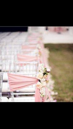Ceremony setup. Aisle flowers. Vintage.