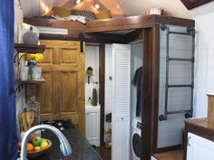 To cut back on bills and embrace a new kind of lifestyle, these homeowners traded their spacious homes for tiny houses. With the help of the…